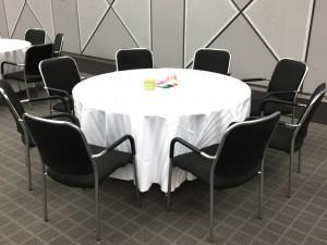 丸テーブルとテーブルクロス