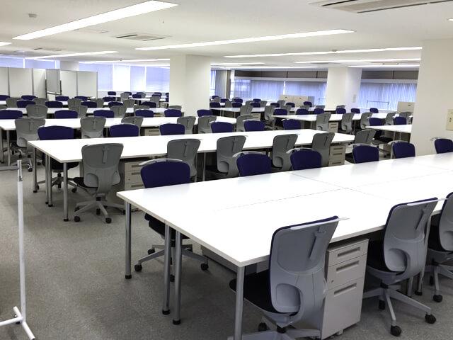 120名規模のプロジェクトルーム【オフィス備品一式のレンタル事例】