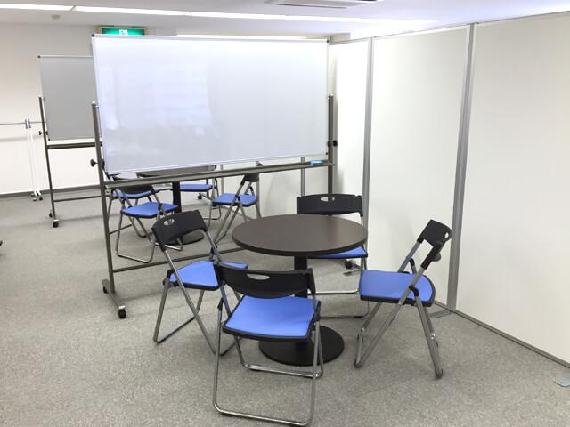 シーン_120名規模のプロジェクトルーム【オフィス備品一式のレンタル事例】