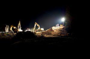 night-construction-site-1580199_1280
