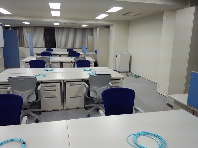 テナントビル内の事務所【オフィス備品一式のレンタル事例】