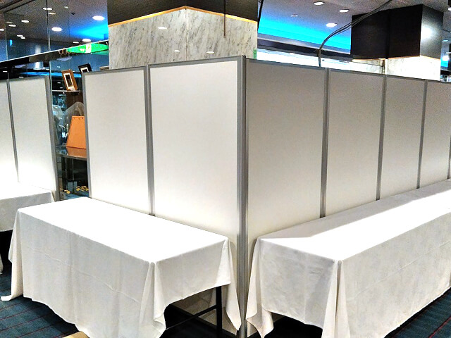 リゾートホテルで開催される学会での設営・展示対策【Eパネルのレンタル事例】