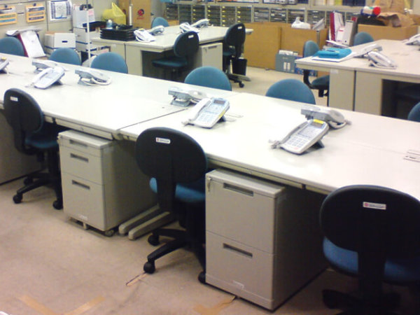 不動産販売センターのオフィス家具・備品一式