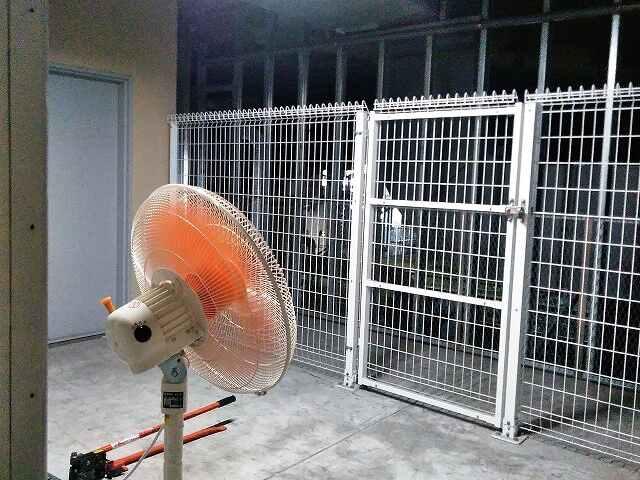 エアコン 室外 機 冷やす
