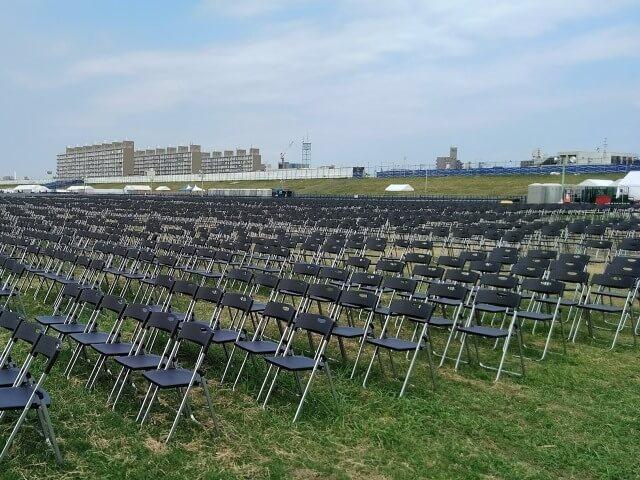 河川敷に花火大会の観覧席設置【椅子のレンタル事例】