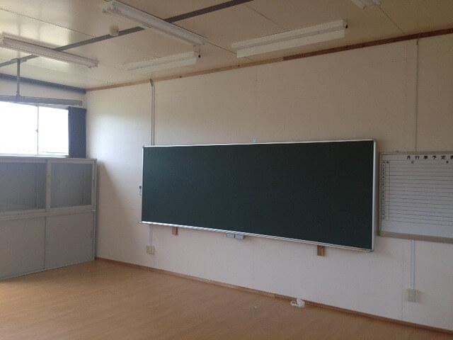 仮設校舎の学校用備品一式