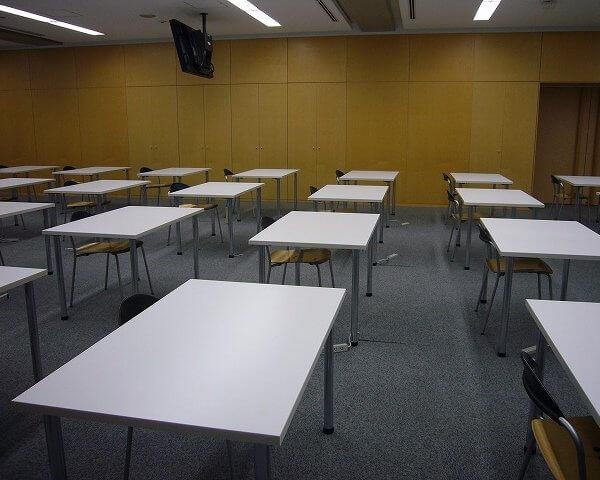 会社研修・試験会場のオフィス家具・備品一式