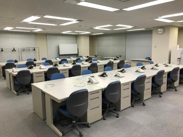 プロジェクトルームの耐震補強対策【オフィス備品一式のレンタル事例】