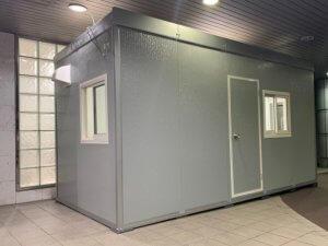 組立式ハウスの診察室
