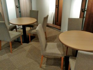 2F商談コーナーの家具
