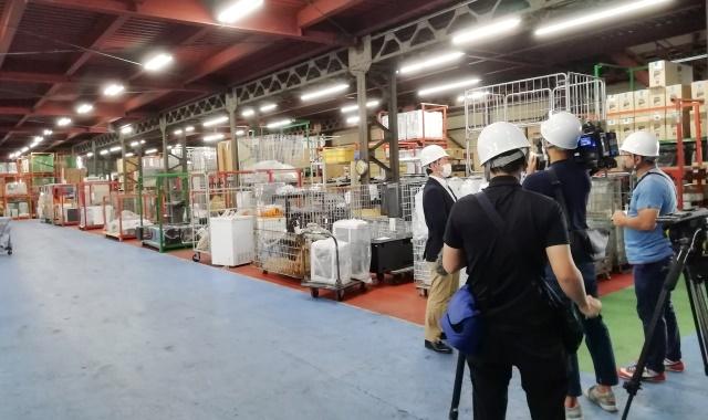 お知らせ20211013_西日本商品センターでの取材の様子